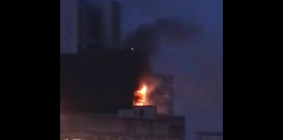 Incendio en edificio dedoce pisos en Manchester