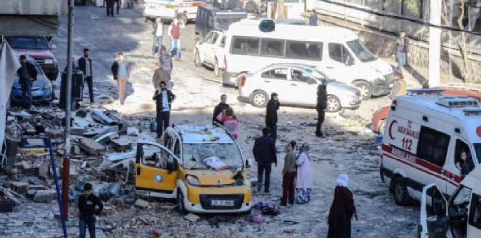 Un muerto en explosión accidental en edificio policía en Turquía