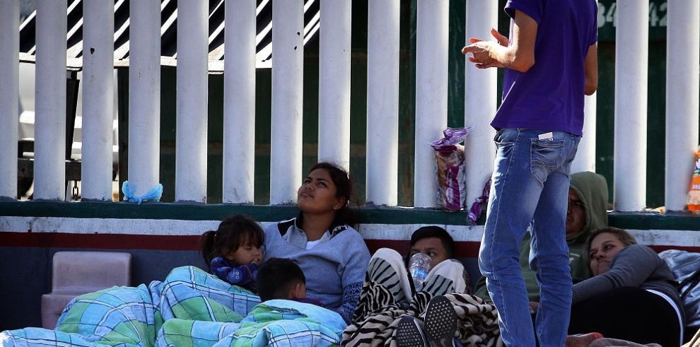 El 42,2 % de los migrantes que atraviesan México sufren robos en su camino