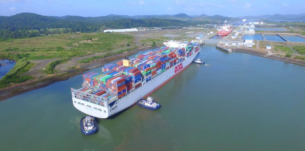 Buque portacontenedores neopanamx es tránsito 2500 por Canal de Panamá