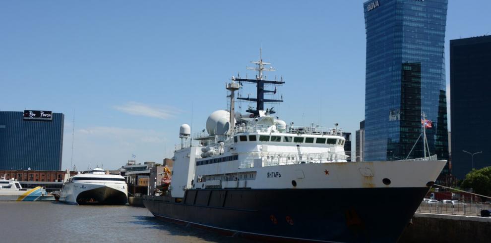 Dos embarcaciones continúan con búsqueda de submarino argentino