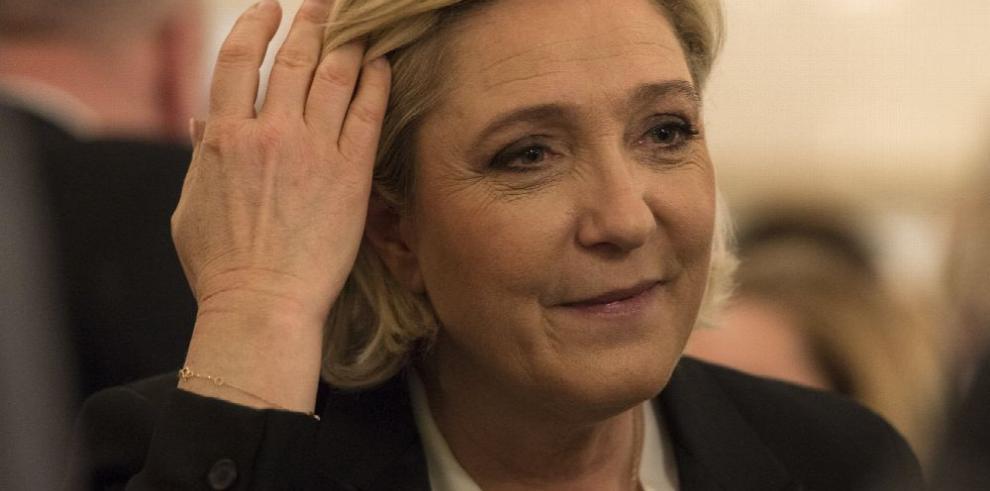 Le Pen dice que no es candidata del 'Frente'