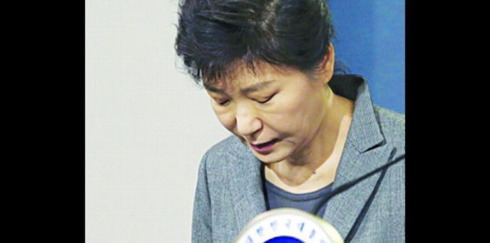 Expresidenta ofrece perdón por no terminar su mandato