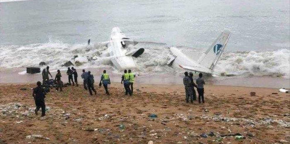 Avión con 10 personas abordo se estrella en Costa de Marfil