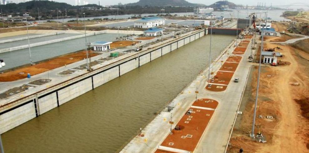 Nivel de agua superó una de las compuertas de las esclusas de Cocolí