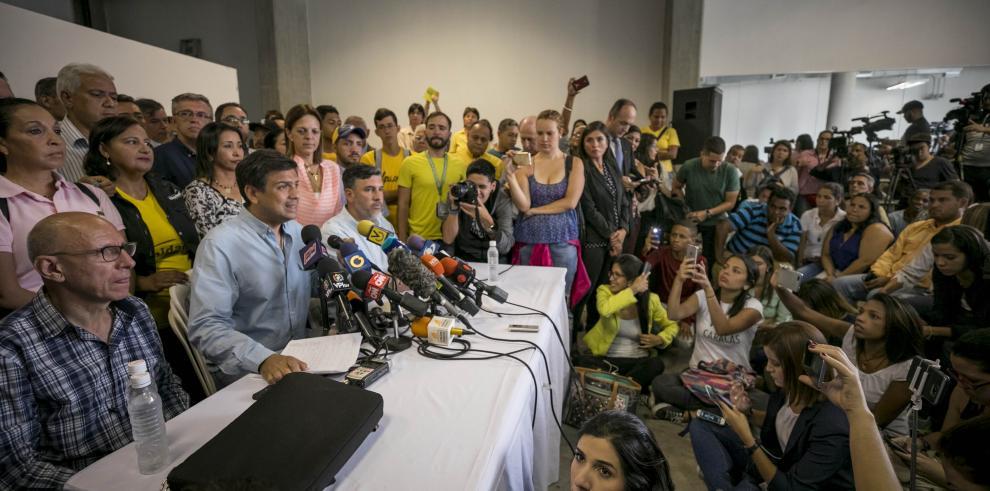 Candidatos opositores reconocen la victoria oficialista en Venezuela