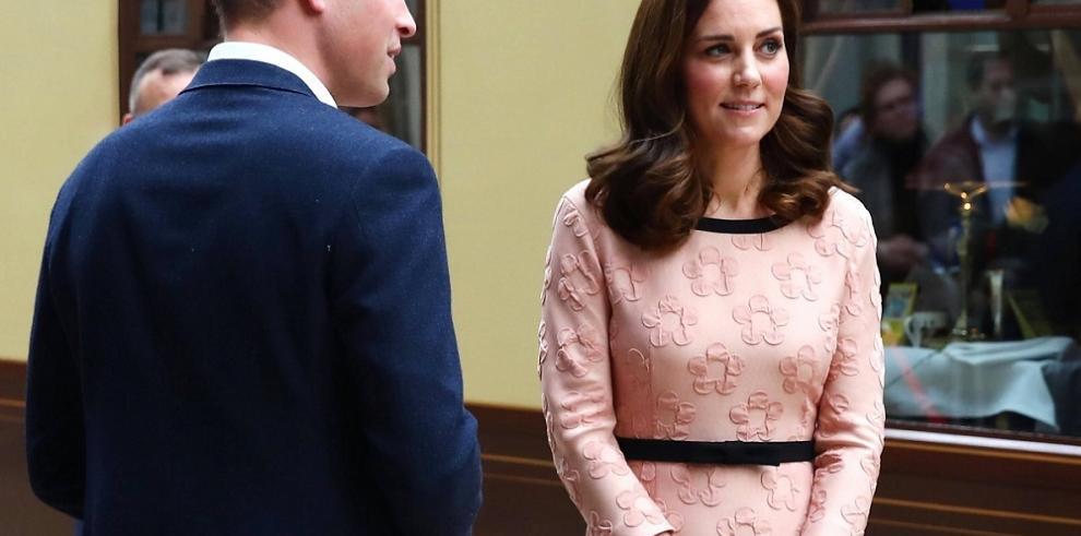A la Duquesa de Cambridge ya se le nota la panza de su tercer hijo