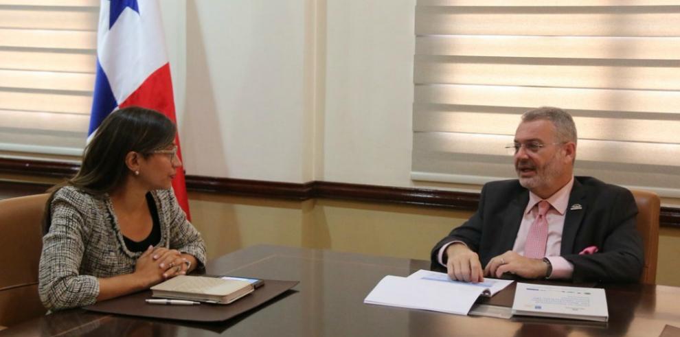 Milton Henríquez sostiene reunión de transición con la viceministra