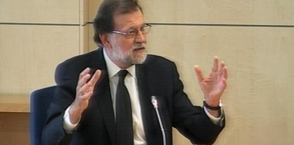 Rajoy se escuda en su papel político y niega conocimiento de finanzas de su partido