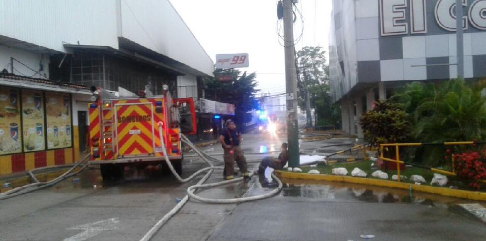 Bomberos demoraron 12 horas para controlar incendio en El Costo