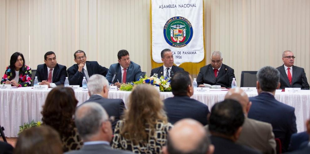 Ministro Carles destaca la importancia de la Comisión de Trabajo de la Asamblea