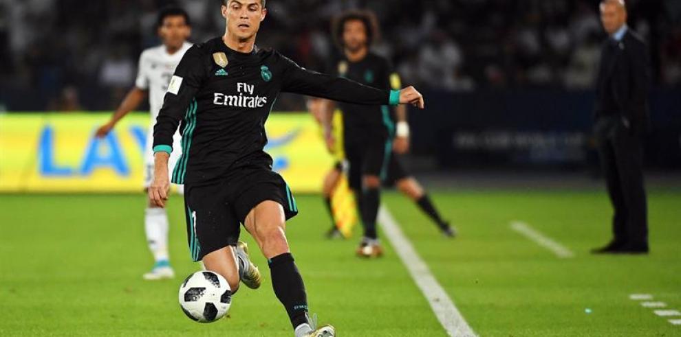 Cristiano Ronaldo ya trabaja sobre el césped pero sigue al margen