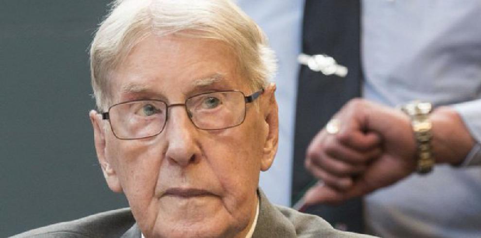 Muere guardia nazi de Auschwitz Hanning, último condenado en juicios tardíos