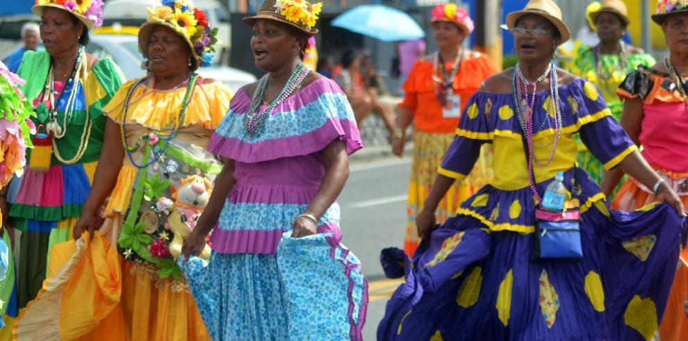 Río Abajo celebra el tradicional desfile de la Etnia Negra