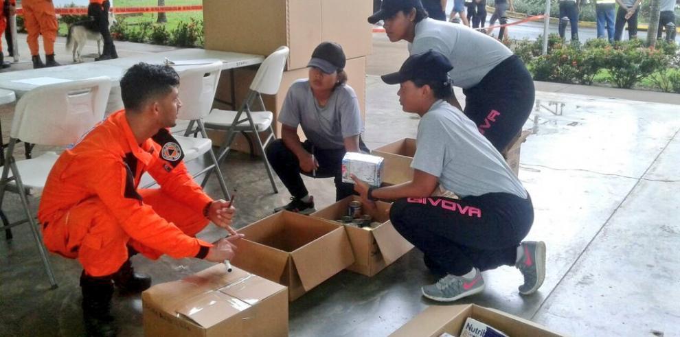 Avanzan labores en el centro de acopio para víctimas del huracán Irma