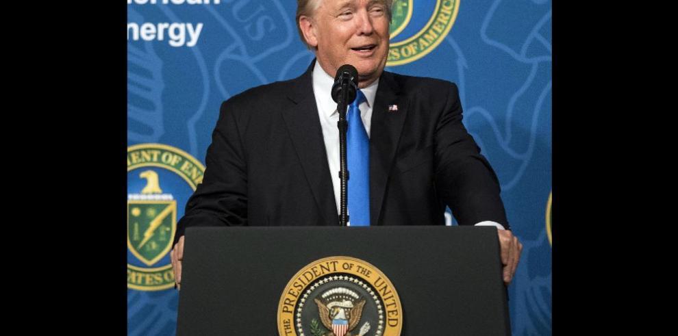 Trump: Acaben con Obamacare ahora que luego se remplaza
