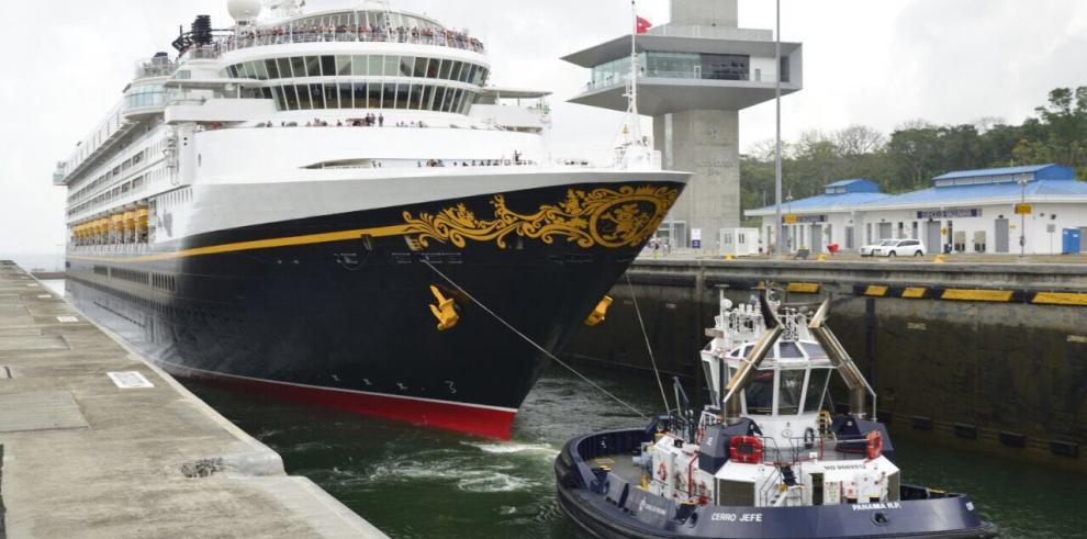 Crucero deDisney cruza el Canal Ampliado