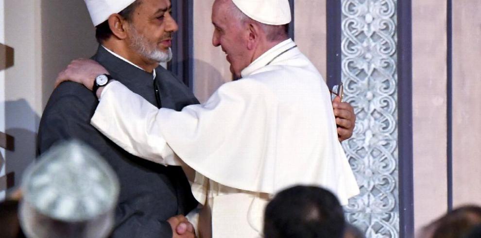 El papa pide un 'no' a la violencia en el nombre de la religión