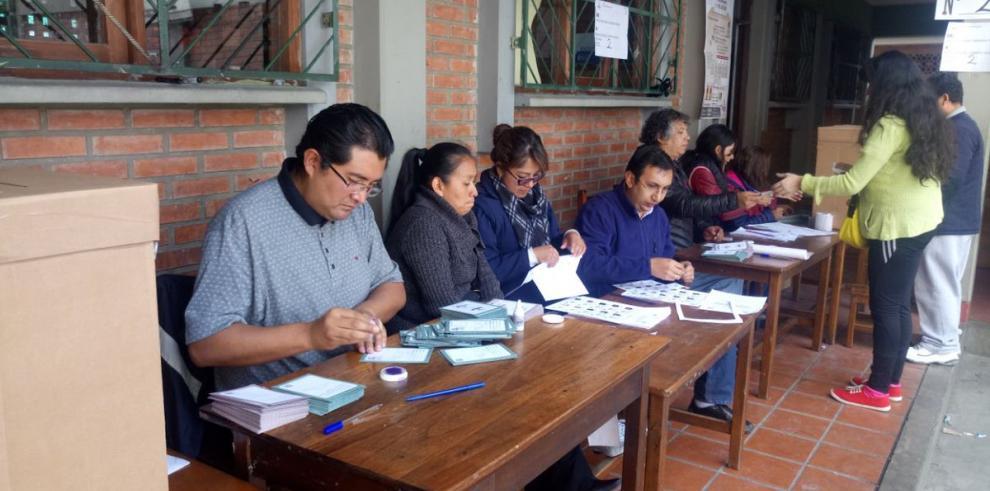 Órgano electoral inaugura jornada de elecciones judiciales en Bolivia