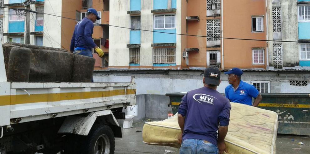 Miviotrealiza jornada de limpieza en multifamiliares de San Joaquín