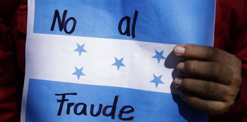 Hondureños cumplen 8 días sin presidente electo entre denuncias de fraude