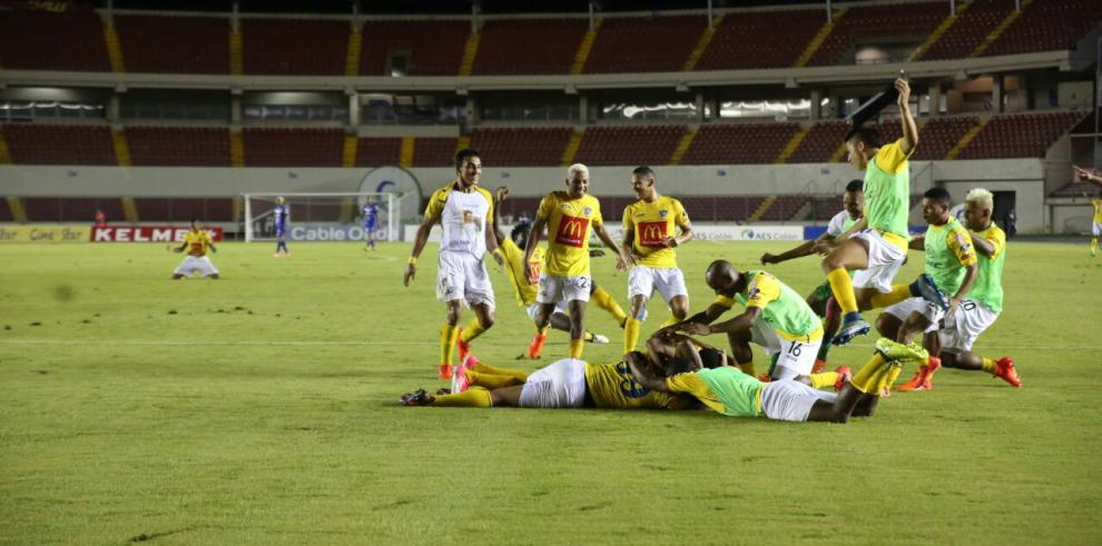 El Chorrillo FC aplastó 5-1 al Árabe Unido y es el nuevo campeón de la LPF