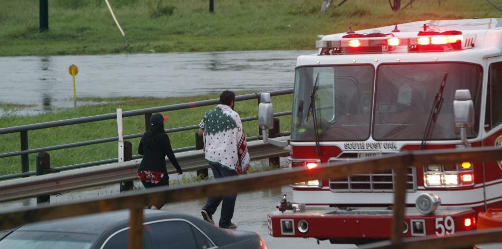 Harvey deja cinco muertos e inundaciones