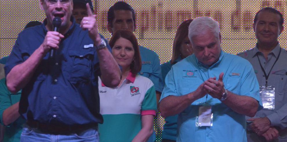 Rómulo Roux firmó un contrato entre Joao Santana y CD