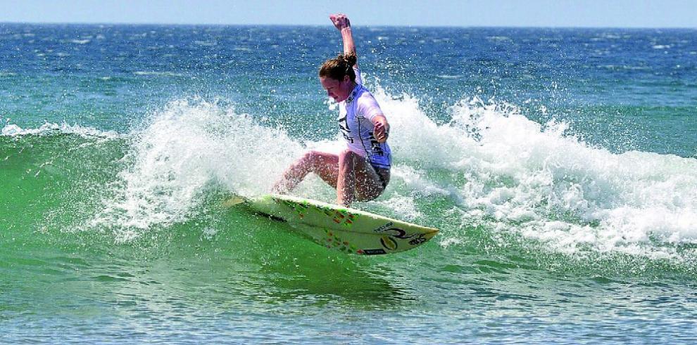Surfistas criollos vuelven a las olas