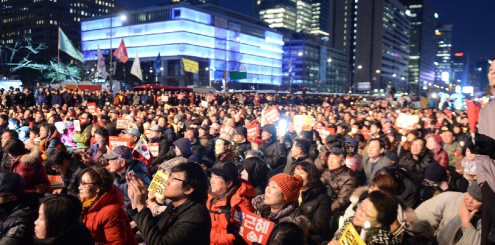 Celebraciones y protestas en Seúl por destitución de Park