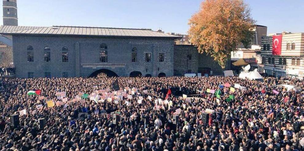 Iraníes expresan su furia contra la decisión de EEUU respecto a Jerusalén