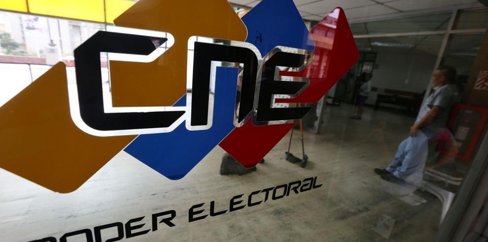 Instalan mesas de votación en Venezuela para comicios del domingo