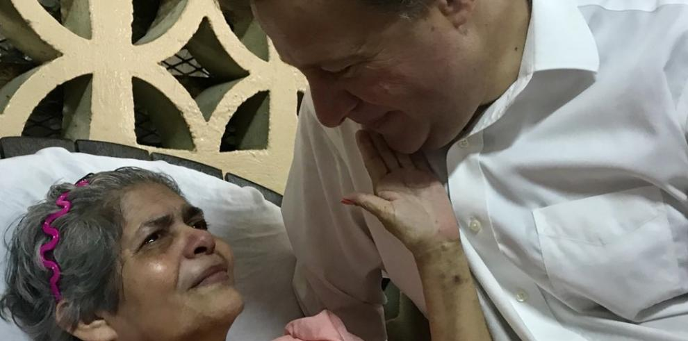 Presidente Varela comparte con las madres del Hogar Bolívar