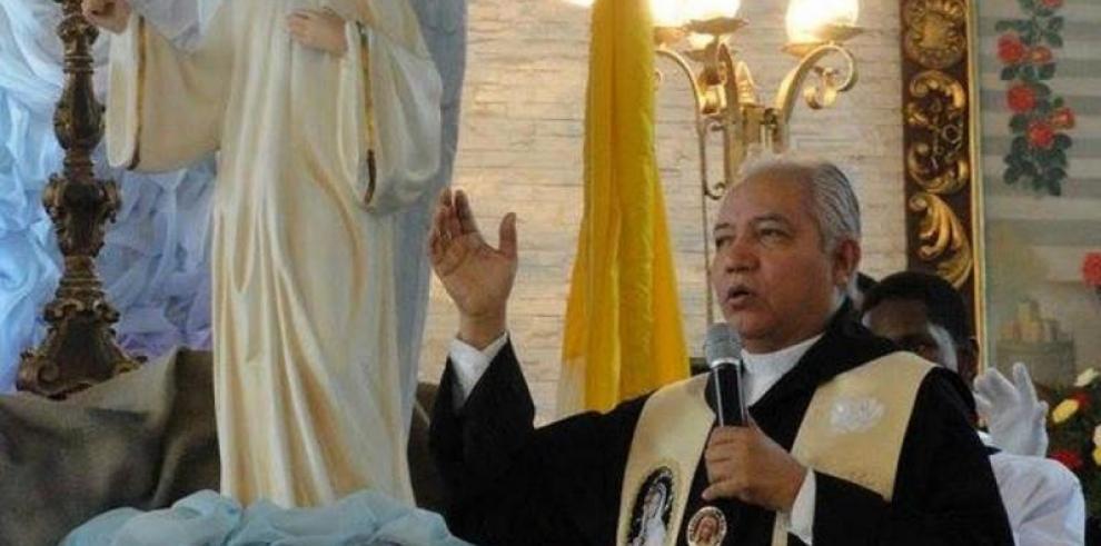El sacerdote David Cosca se recupera de unaneumonía