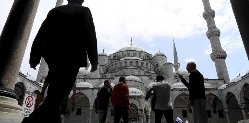 Mil 500 millones de musulmanes en el mundo celebran el Ramadán