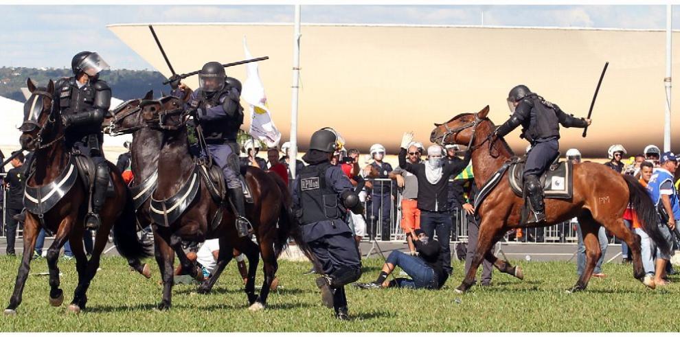 Temer retrocede por protestas y retira al ejército de las calles