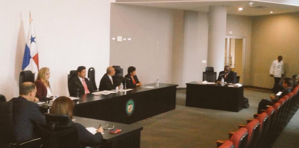 Moncada Luna seguirá en El Renacer por inhibición de jueces