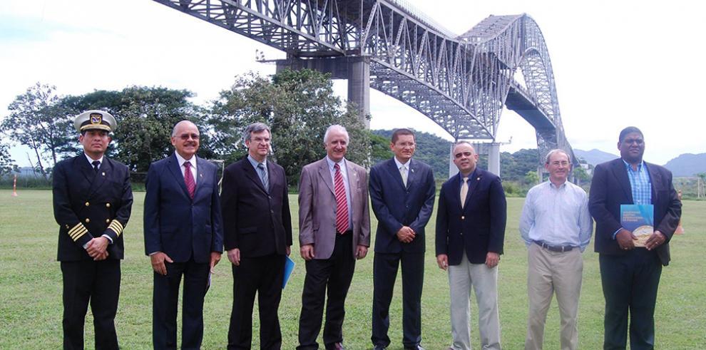 Científicos navales exponen en Panamá desarrollos tecnológicos