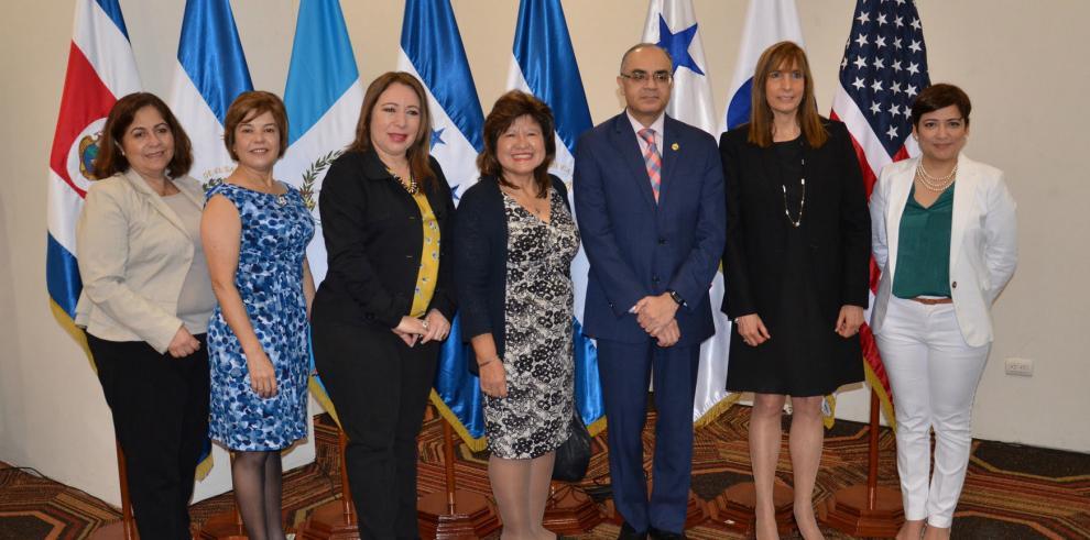 Sieca y Usaid lanzan nuevaherramienta para facilitar el comercio regional