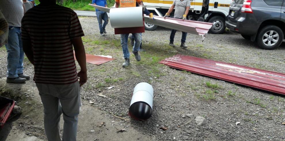 Miviot asiste a 50 familias afectadas por vendaval en Bocas del Toro