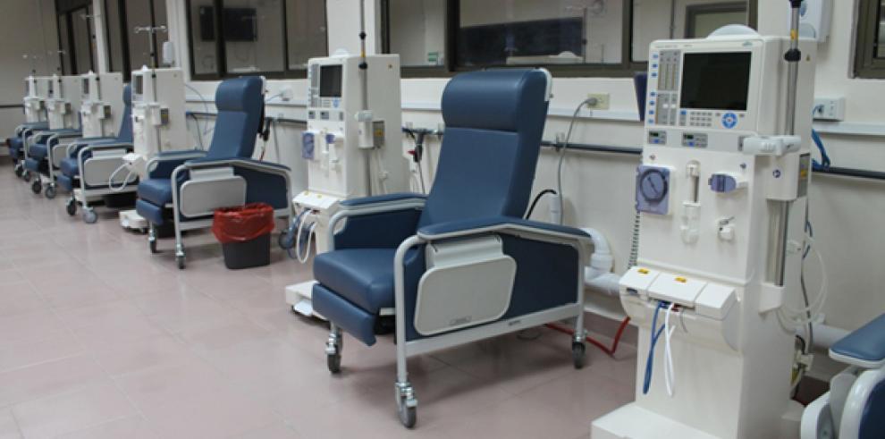Sala de Hemodiálisis de la CSS en el Hospital Santo Tomás inicia a funcionar
