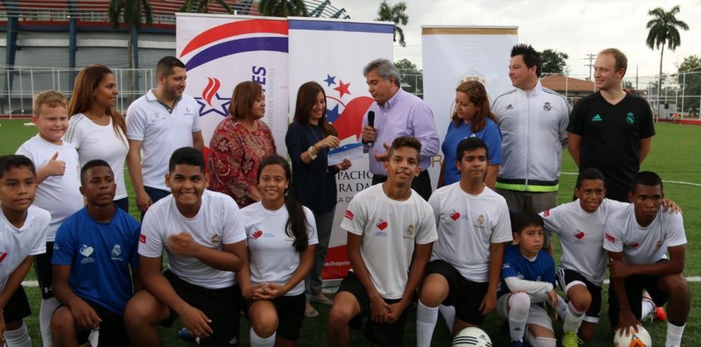 Fundación Amigos del Real Madrid realiza capacitación para entrenadores
