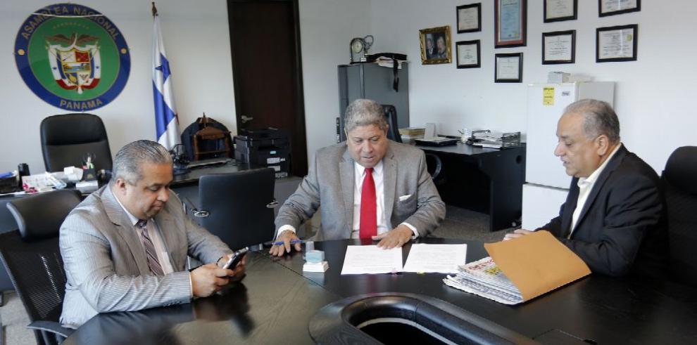 Camacho presenta denuncia contra el presidente Juan Carlos Varela