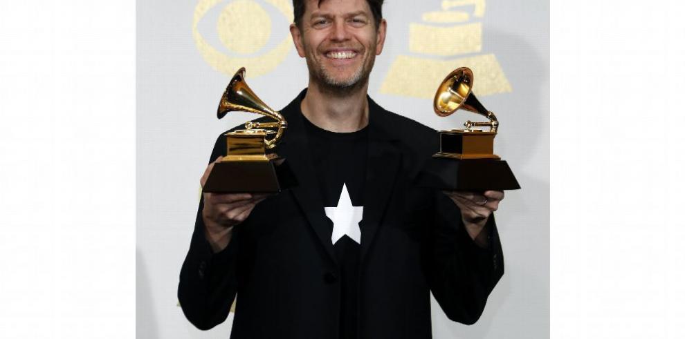 Adele y Bowie se repartieron los Grammy