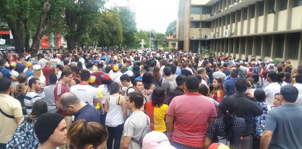 Participación masiva en consulta sobre Constituyente de Maduro en Panamá