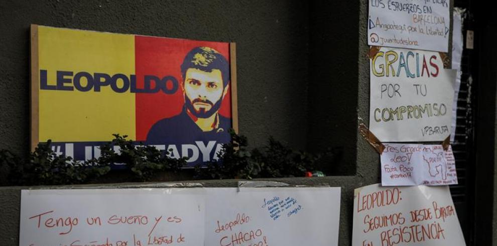 Leopoldo López vota desde su casa en la consulta opositora