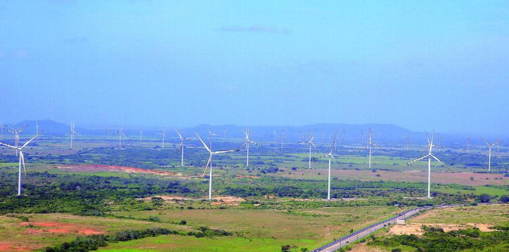 Organismo internacional insta a acelerar el uso de energías renovables