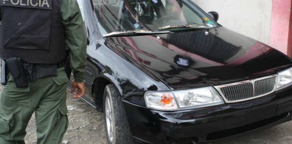 Policía desmantela banda de roba carros y apresa a 3 de sus miembros
