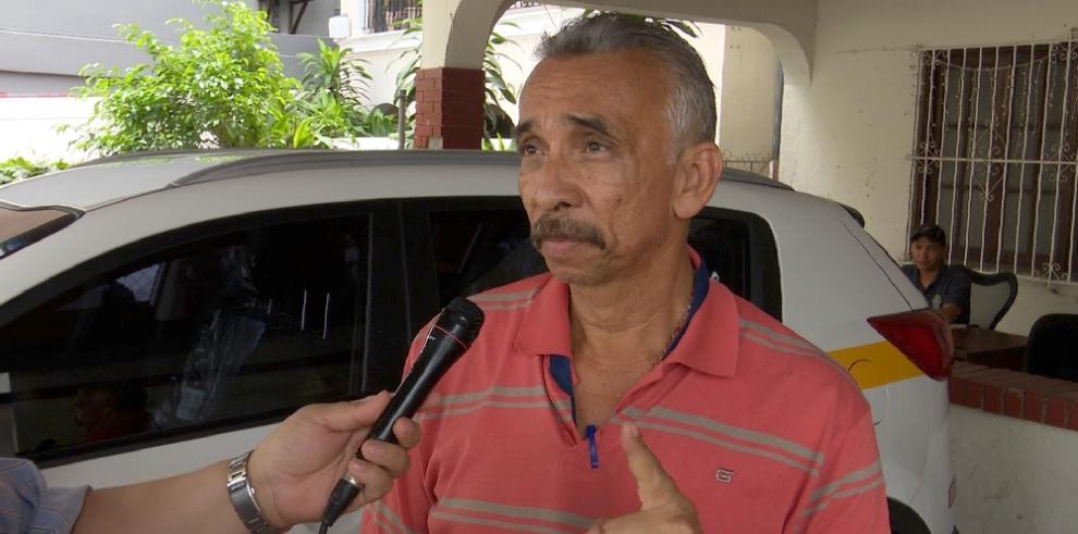 Trabajador del Ministerio Público devuelve cartera extraviada con $300