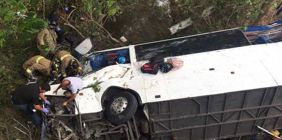 Aumentan a 18 las víctimas fatales en accidente vial en Coclé